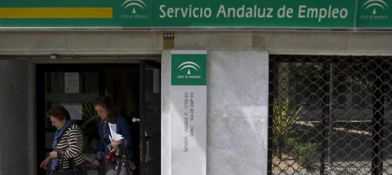 El paro se redujo en m laga en personas en 2014 for Oficina de desempleo malaga