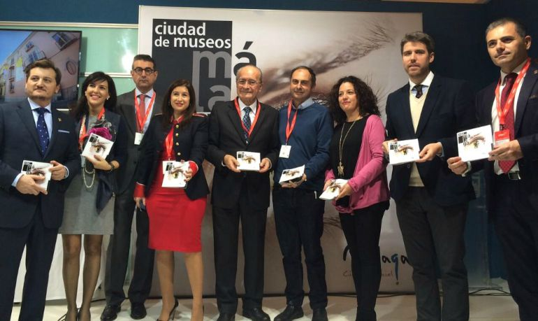 Las autoridades de Málaga durante la presentación de la guía en Madrid