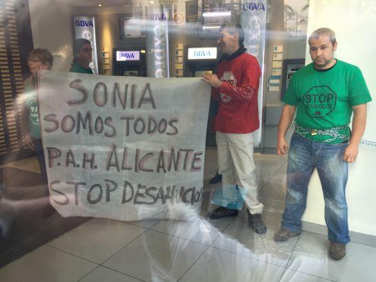 Paco y sonia ganan a la banca radio valencia cadena ser for Cajamar oficinas valencia