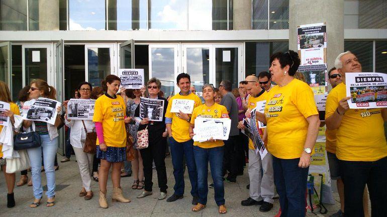Protestas al ministro radio murcia cadena ser for Oficina judicial murcia