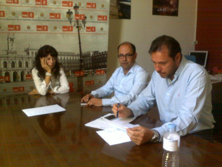 """León de la Riva aprueba contratos hasta 2019 a pesar de estar """"en funciones"""""""