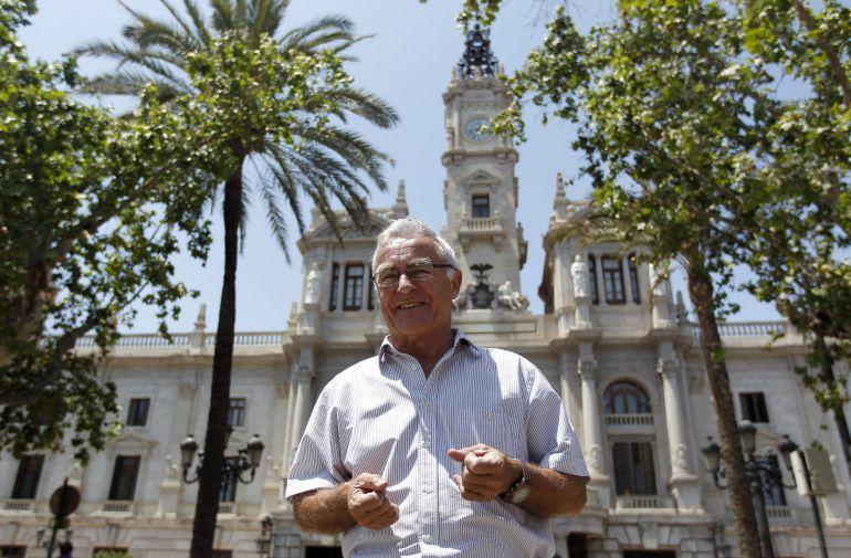 """GRA113. VALENCIA, 25/05/2015.- El candidato de Compromís a la Alcaldía de Valencia, Joan Ribó, durante la entrevista con la agencia EFE en la que ha asegurado hoy que hay """"una sintonía de planteamiento que hace fácil un acuerdo de gobierno"""" el 13 de junio y que más allá de que él pueda ser alcalde, lo fundamental es que ese acuerdo """"se consiga con la mayor rapidez posible"""". EFE/Kai Försterling"""