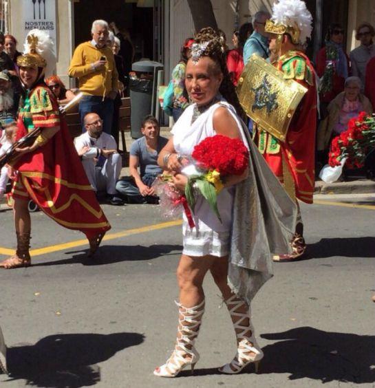 Eva Silvestre - Multada por llevar falda corta en Semana Santa de Valencia