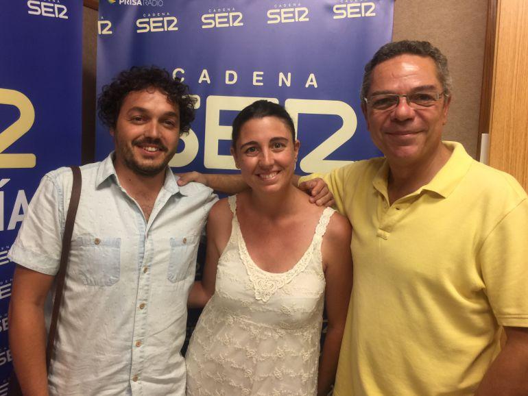 Ernesto Rengel, de 'Legados', junto a Inma Izquierdo, de 'Sevilla con los peques' y Salomón Hachuel, director de 'Hoy por Hoy Sevilla'