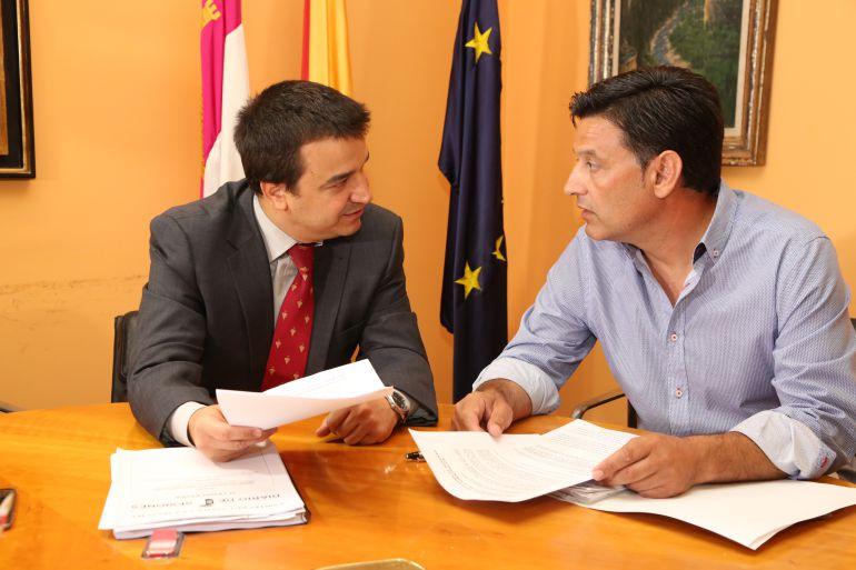 El consejero de Agricultura y Medio Ambiente de Castilla-La Mancha, Francisco Martínez Arroyo, se ha reunido este lunes con el secretario general de la UPA, Julián Morcillo.