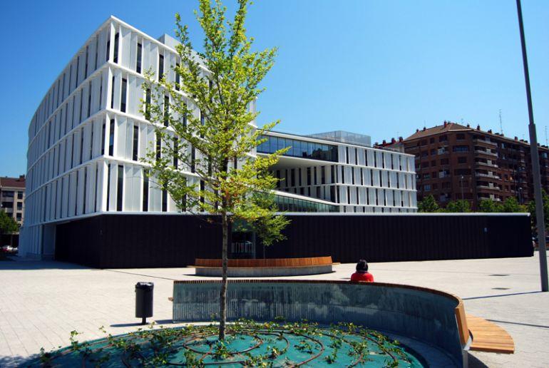 La plaza de las nuevas oficinas municipales ser plaza for Oficinas del ayuntamiento