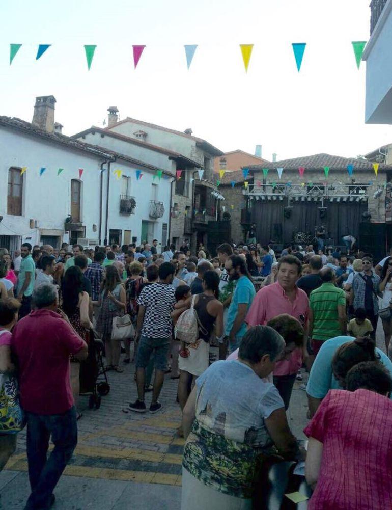"""Fiesta """"Convivencia Cerecera"""" en la plaza de El Torno."""