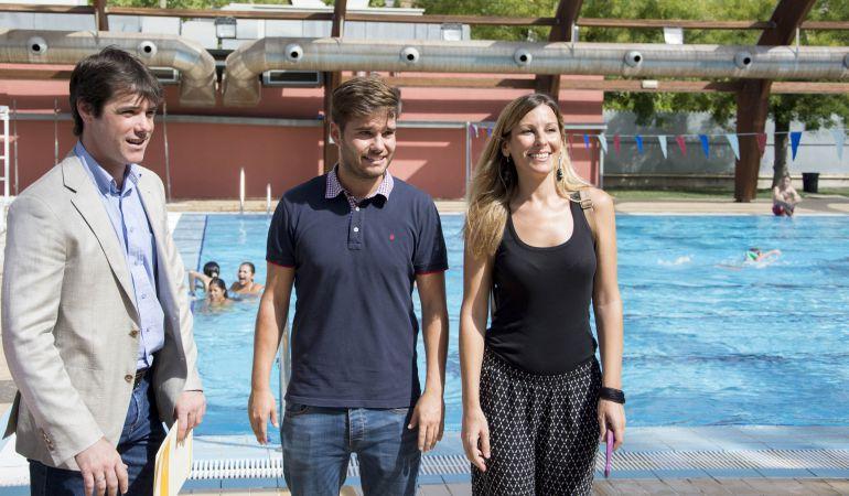 Piscinas en verano vamos a la piscina radio sevilla for Piscinas imd sevilla