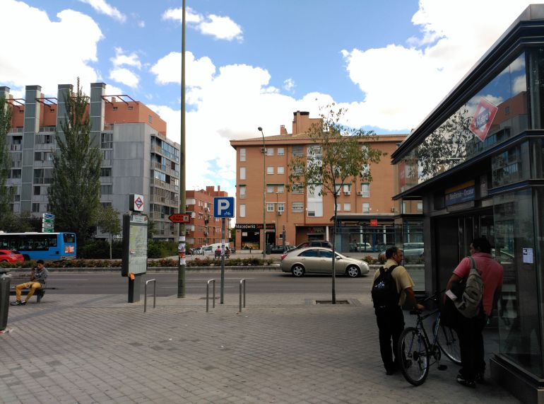 De barrios paseo por san ferm n actualidad cadena ser for Pisos en san fermin madrid