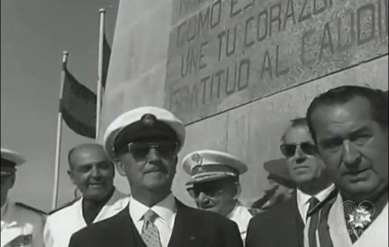Franco durante una visita a la ciudad de Pontevedra y a las Cíes