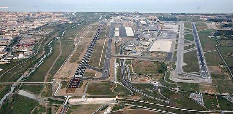 La segunda pista del Aeropuerto de Málaga, que costó 624 millones, apenas se utiliza ocho mañanas durante el verano: Segunda pista del Aeropuerto de Málaga: 624 millones para apenas ocho mañanas