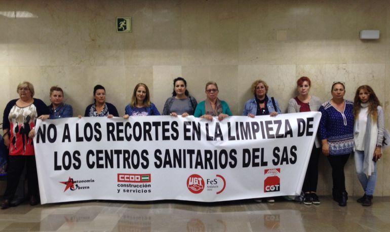 Imagen de la protesta de limpiadoras del Hospital Puerta del Mar de Cádiz