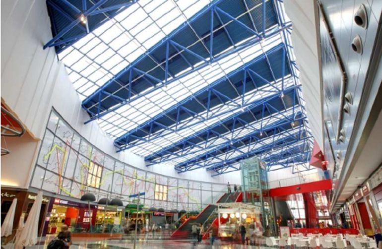 Plaza imperial ser un 39 outlet 39 radio zaragoza cadena ser for Feria outlet zaragoza
