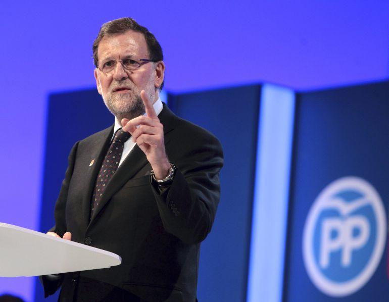 El presidente del Gobierno y candidato del PP a la reelección, Mariano Rajoy, durante su intervención en el mitin central de su campaña en Aragón celebrado en el Palacio de Congresos de la Expo de Zaragoza