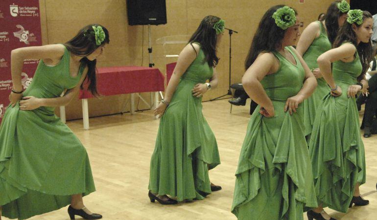 Una tarde con mucho duende en el festival navidad for Escuela danza san sebastian de los reyes