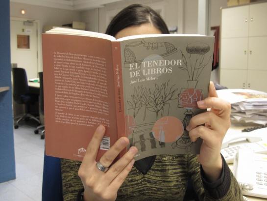 "La portada de ""El tenedor de libros"" es obra del pintor Jorge Gay."