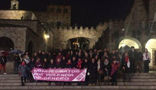 Concentración en Cáceres de la Plataforma de Mujeres por la Igualdad