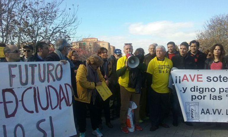 """Concentración de la llamada """"Marea Amarilla"""" por el soterramiento del AVE"""