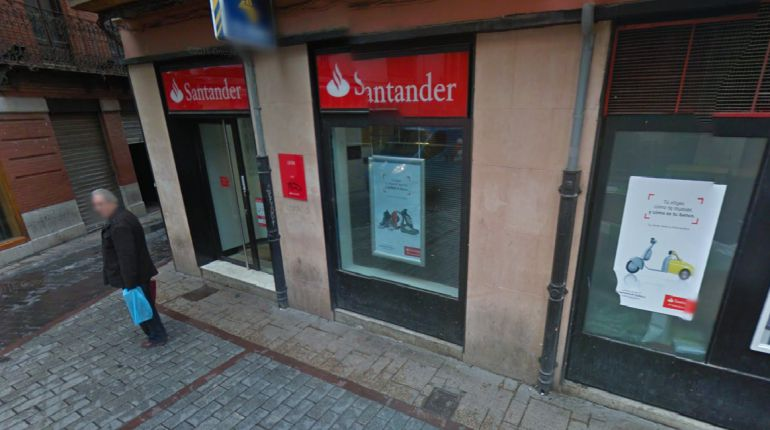 Atraca a punta de cuchillo un banco en el h medo y arroja for Banco santander maps