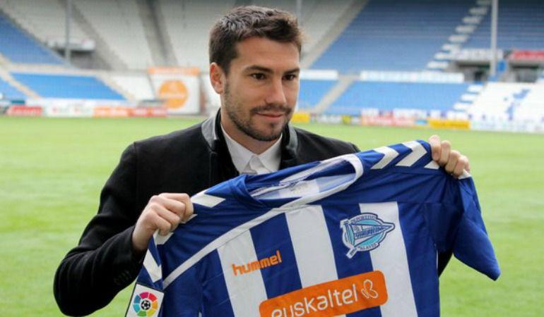 Dani Abalo fue presentado como nuevo jugador del Alavés.