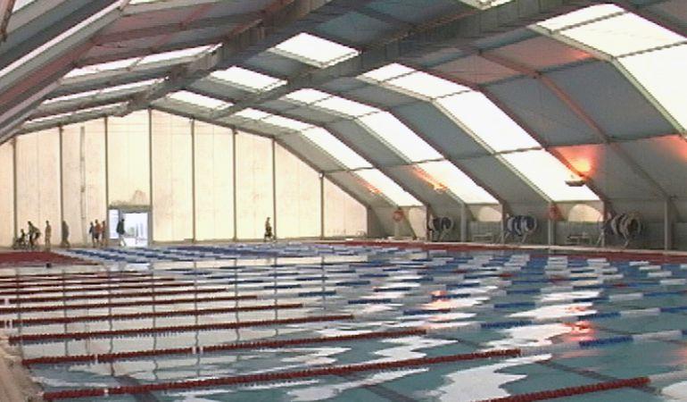 Vuelve la actividad a la piscina del ferm n cacho tras las for Piscina olimpica madrid