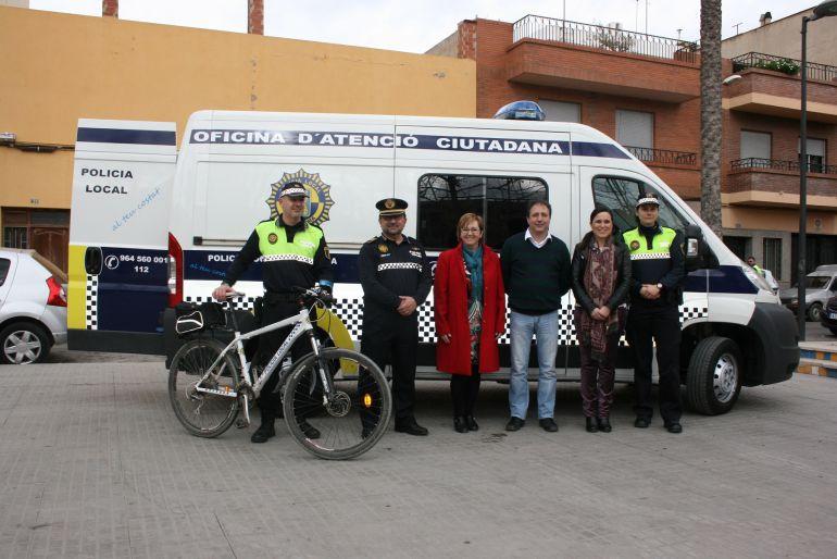 Almassora la polic a local incorpora una oficina m vil radio castell n cadena ser - Oficina del policia ...
