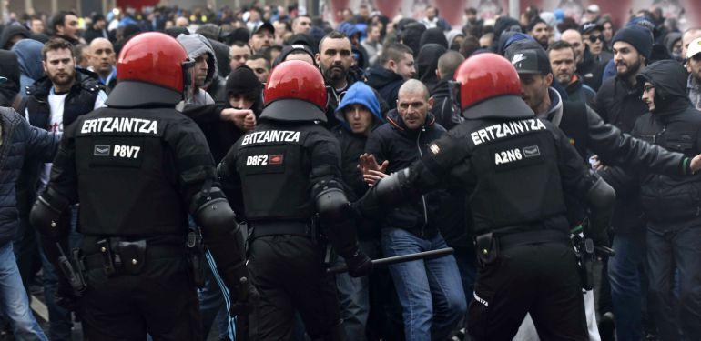 """La actuación de la Ertzaintza evitó una batalla campal en Bilbao"""