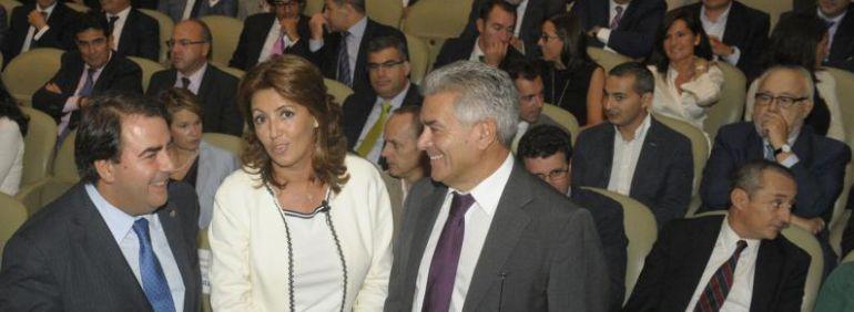 Carlos Negreira, siendo alcalde, en un acto organizado por Eulen con la directiva de esta compañía, Micaela Feijóo, hermanaa del presidente de la Xunta.