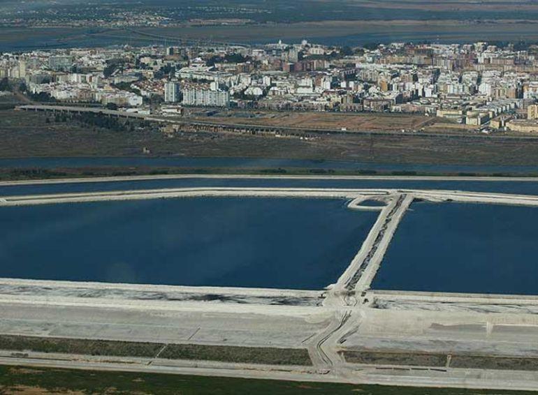 Imagen aérea de los fosfoyesos de Huelva.