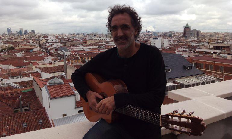 Rafa Sánchez en la terraza de la Cadena SER