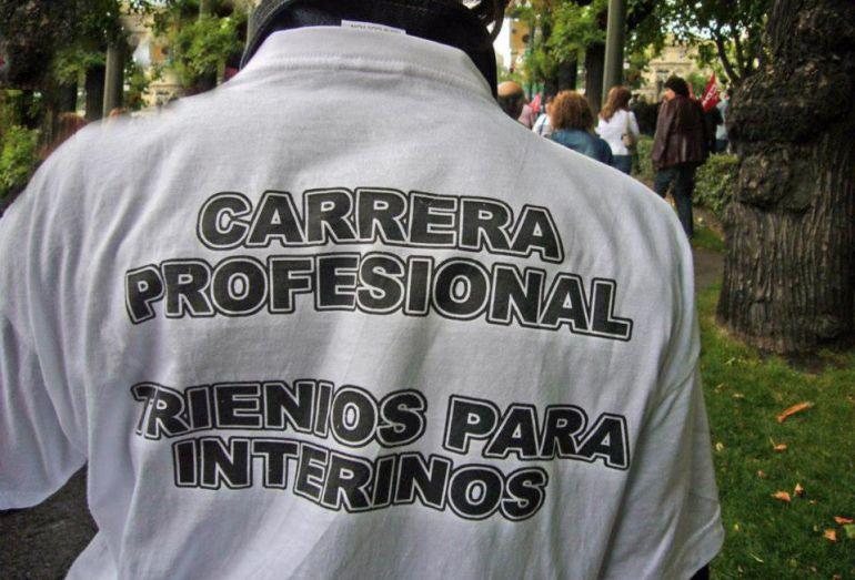 Un profesional sanitario durante una protesta