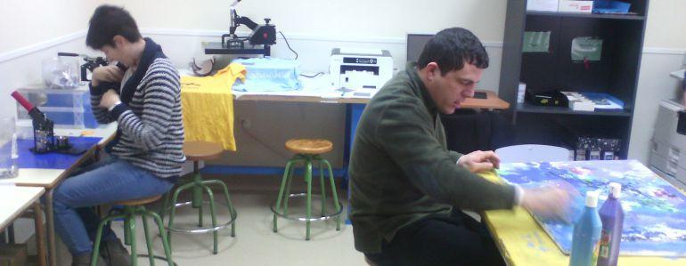 Personas con discapacidad trabajando en un Centro Especial de Empleo