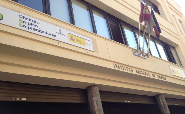 Baja el paro en el mes de marzo radio albacete cadena ser for Oficina del paro murcia
