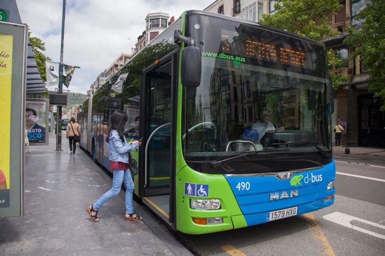 Imagen de archivo de uno de los autobuses urbanos de San Sebastián.