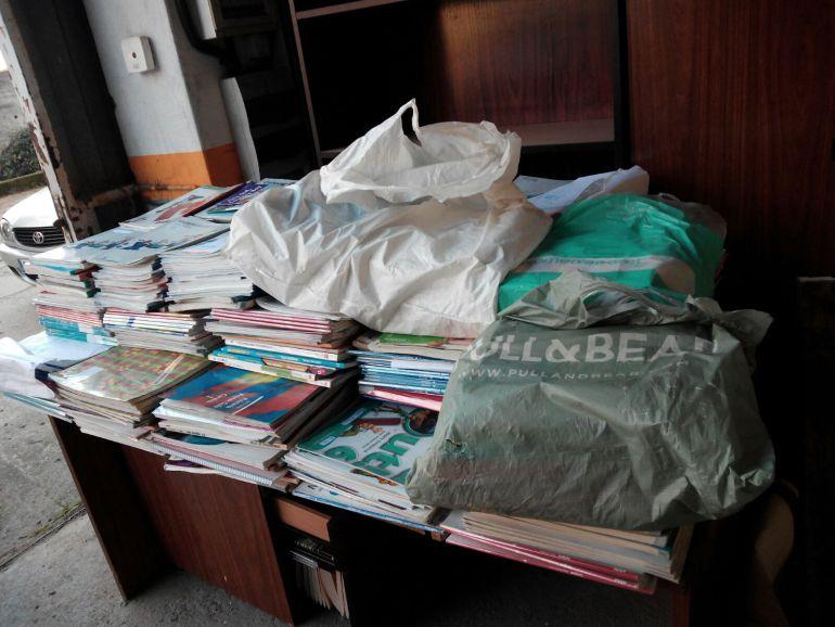 Algunos de los libros de texto que serán enviados al Congreso de los Diputados para reivindicar su gratuidad y reutilización.