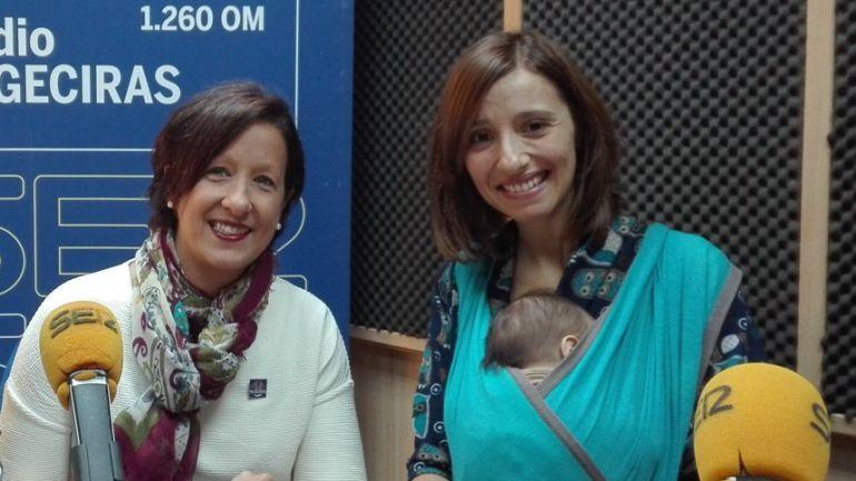Elena Guillén, a la derecha de la imagen. con su portabebé durante una de sus participaciones en el programa.