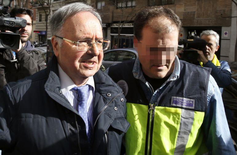 El secretario general del sindicato Manos Limpias, Miguel Bernard, tras ser detenido por la Policía Nacional