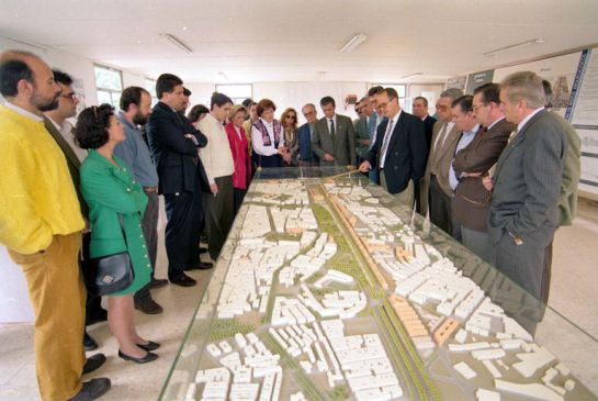 1993 - Vecinos, políticos y técnicos ante el proyecto de Plan Renfe