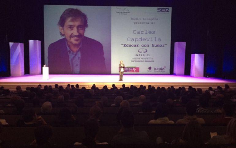 """Lleno absoluto en el Palacio de Congresos de Zaragoza para aprender a """"Educar con Humor"""", con Carles Capdevila"""