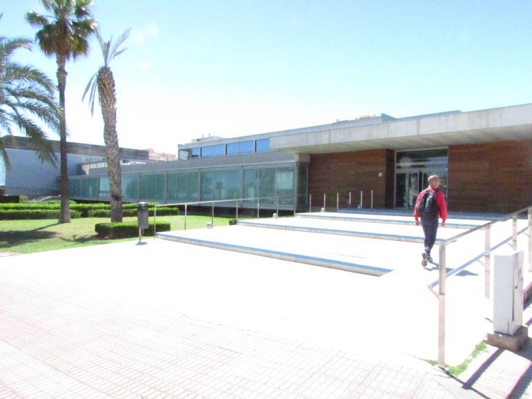 provincia la piscina provincial triplica el precio de las