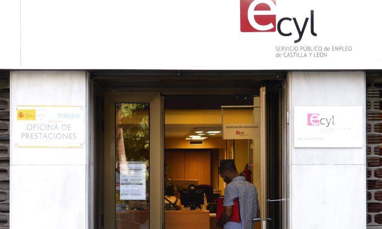 Paro registrado el paro cae en abril en 930 personas for Oficina del paro barcelona