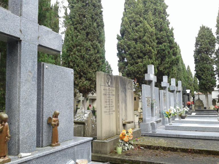 Una mujer cae dentro de una tumba en Segovia el día de Todos los Santos