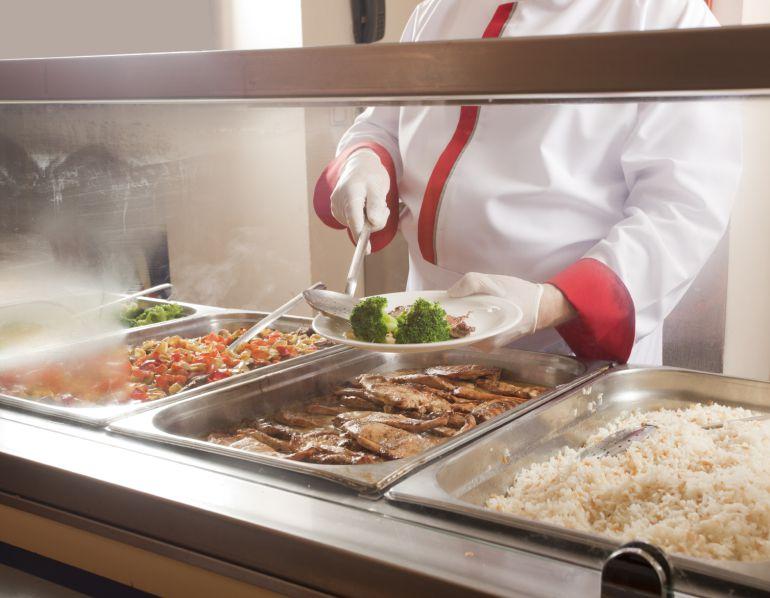 Las becas en junio evitan el cierre de comedores escolares en zonas ...
