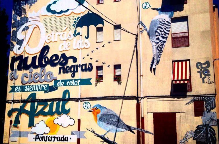 Fachada de un edificio de Ponferrada (León) pintada por Asier Vera, escritor de grafitis