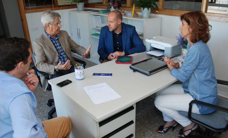 La junta trabaja con alcer para ampliar la asistencia for Oficina zona azul talavera