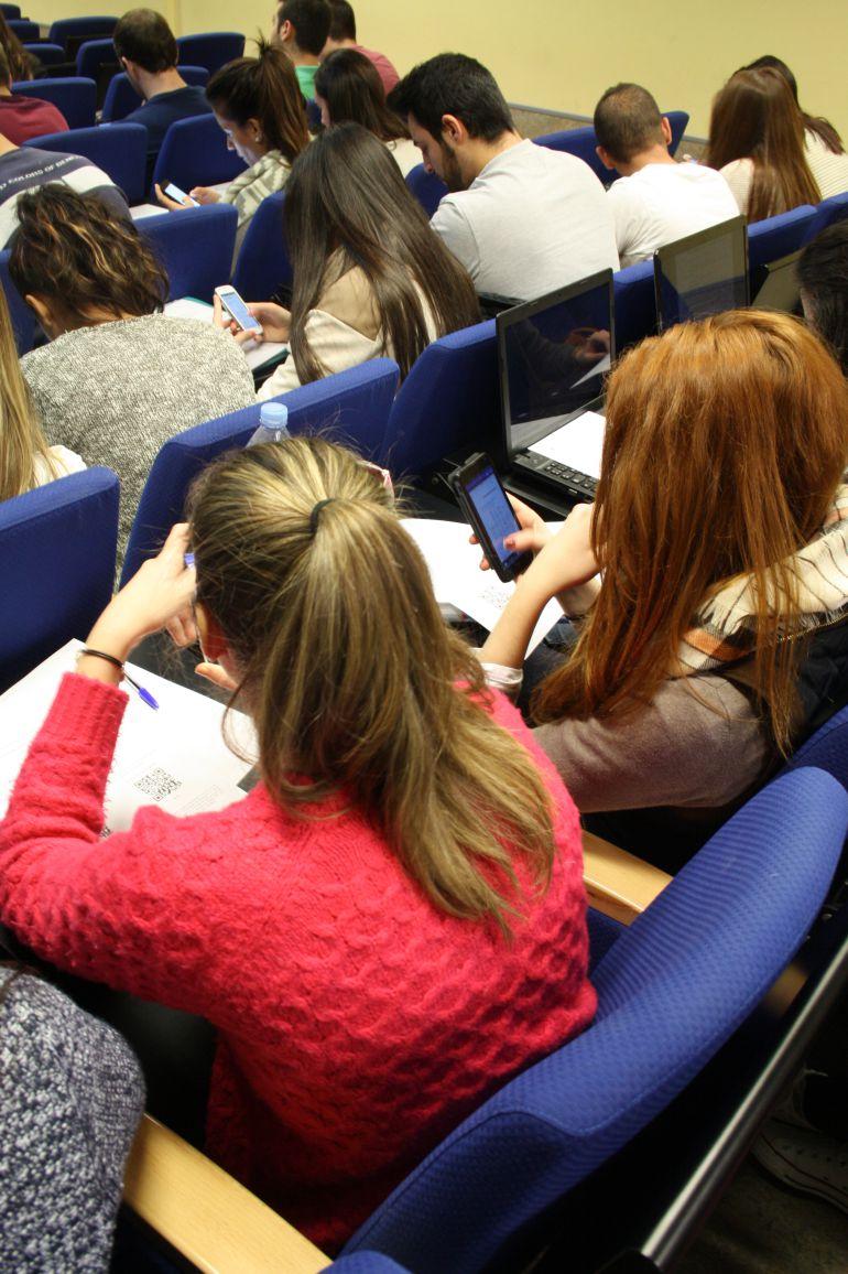 Charla sobre redes sociales en el CEU
