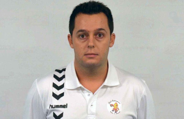Imagen de Jacobo Cuetara con el polo de su anterior club