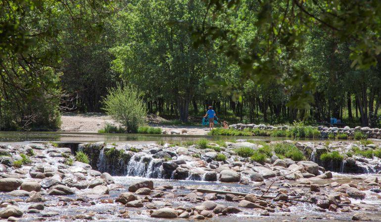 Cuatro zonas naturales para ba arse ser madrid norte for Las presillas piscinas naturales de rascafria