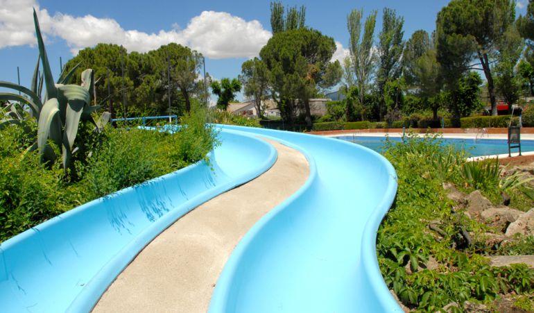 La piscina de valdemoro recupera sus toboganes heraldo sur for Piscinas madrid