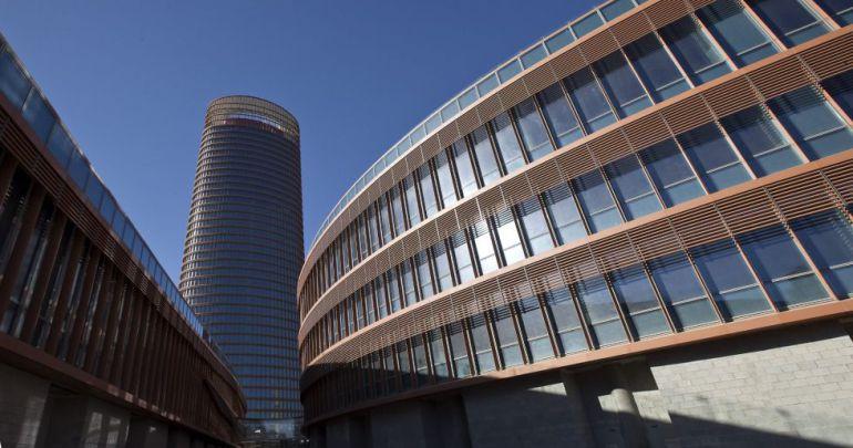 Torre sevilla acoge las nuevas oficinas de orange espa a for Oficinas cajasol sevilla